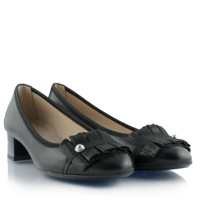 Black leather ballerinas