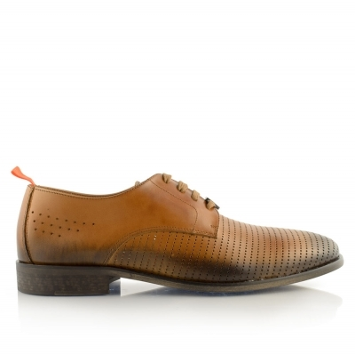 Leather perforated shoes