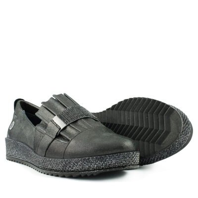 Black mocassins with stones